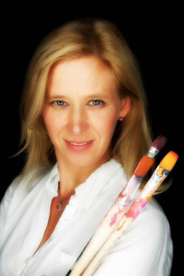 Karin Greife mit Pinseln