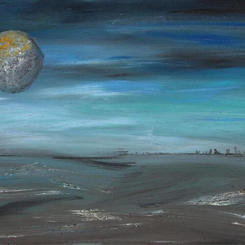 Das Gemälde An der Küste zeigt ein leicht stürmisches Meer unter einem Nachthimmel mit großem Vollmond