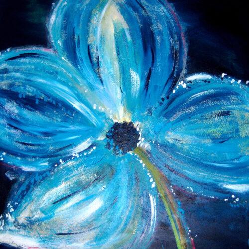 Das Gemälde Blümchen zeigt eine einzelne blaue Blume vor dunklem Hintergrund