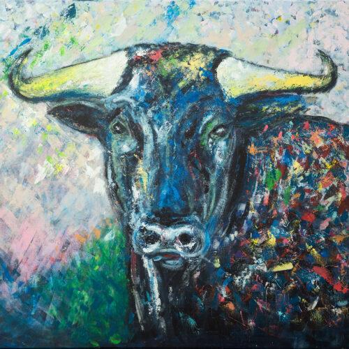 Das Gemälde El Toro - Der Stier Stierkopf, expressionistischer Stil, kräftige Farben. Der Stier hat buntes Fell, gelbe Hörner und steht vor einem frühlingshaften, abstrahierten Hintergrund.