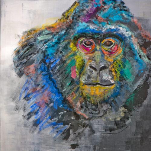 Farbenfrohes Porträt einer Gorilla-Dame, die den Betrachter direkt anschaut im quadratischen Format. Das original entstand im Januar 2020 - kurz nach dem Brand des Affenhauses im Krefelder Zoo auf einer 100 x 100 cm Leinwand in Acryl-Pastell-Mischtechnik. Die kräftigen Farben blau, türkis, rosa, rot, gelb, lila setzen sich gut ab vom schwarz-weißen Hintergrund und machen das Bild noch lebendiger.