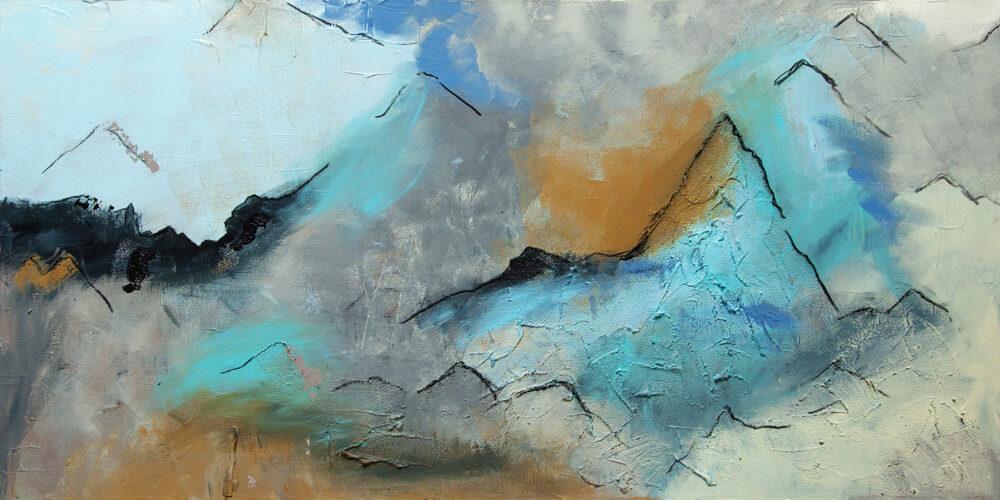 Das Gemälde In den Bergen zeigt eine Gebirgslandschaft aus Gipfelsicht. Angedeutete Berge, abstrakte Impression eines Gebirges in sanften Blautönen mit Weiss.