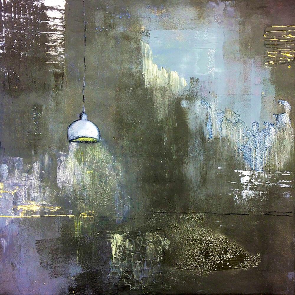 Gemälde Stilleben Leerer Raum mit Lampe. Abstrakte Darstellung eines Raumes in gedeckten Farben Schwarz, Grau, Graublau, Violet, Gold, Weiss, in dem als gegenständliches Element eine helle Lampe hängt. Man hat den Eindruck eines verlassenen Zimmers, in dem die Tapeten schon von der Wand blättern, die alte Lampe aber noch brennt.