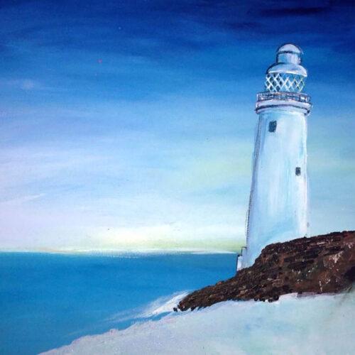 Das Gemälde Am Meer zeigt einen weißenLeuchtturm vor blauem Himmel an einem windstillen Sommertag