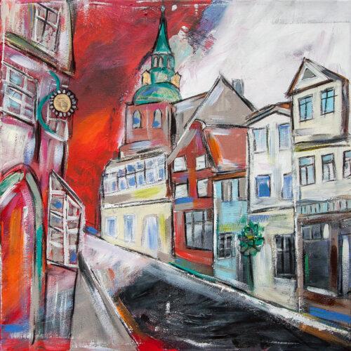 Das Gemälde Altstadt in einer alten Stadt zeigt die Lüneburger Strasse Auf der Altstadt in Rot, Schwarz, Weiß, Grau und Blau sowie Türkis. Zu sehen sind die St. Michaeliskirche, ein Sonnenblumenhausschild, verschiedene historische Geschäftshäuser der Hansestadt