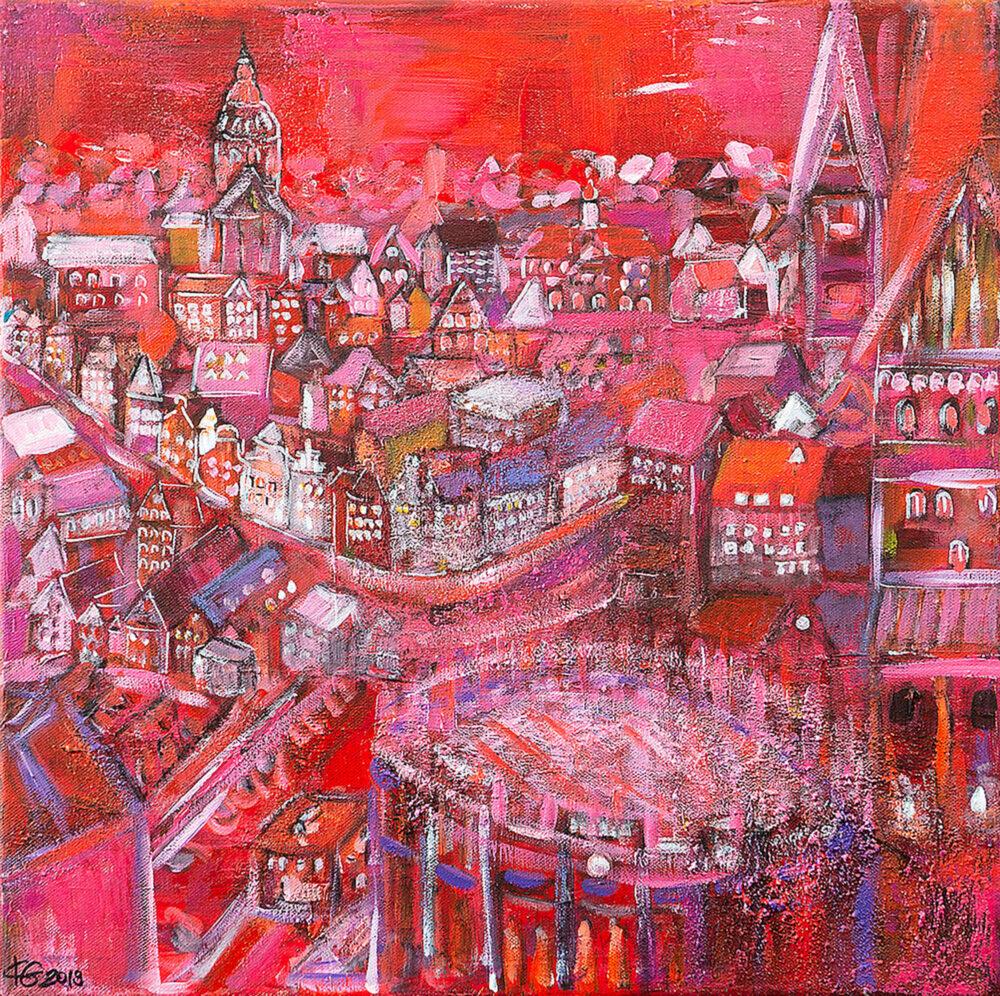 Gemälde Lüneburg aus der Luft von Karin Greife. Das Bild zeigt eine Luftperspektive von Lüneburg in Rottönen, aufgelockert mit Lila, Orange und Pink. Vorne rechts sind der Wasserturm von oben sowie die Johanniskirche. Man sieht kleine beleuchtete Häuser des Platzes Am Sande und im Hintergrund die Altstadt mit der Michaeliskirche und die Nicolaikirche.