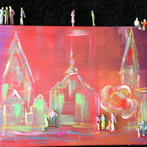 Das Gemälde Menschen und die Stadt Lüneburg zeigt einige Wahrzeichen der Hansestadt Lüneburg in sommerlichen Rot- und Grüntönen in sehr abstrahiertem Stil mit installierten kleinen Figuren, die das bunte Leben in Lüneburg symbolisieren sollen, die Leichtigkeit der Hansestadt Lüneburg.