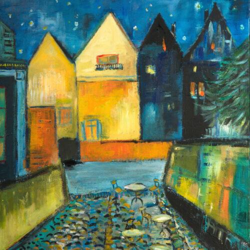 """Auch als Lüneburg Kunstdruck im Online Shop von Karin Greife. Gemälde Nachtstint - Fischmarkt Lüneburg. Blick vom Fischmarkt auf die gegenüberliegende Seite des Lüneburger Wasserviertels bei Mondschein in Blau- und Gelbtönen. Man sieht den Zugang zur Ilmenau mit der Lüneburger Hafenmauer, links und rechts, die Ilmenau und angedeutet die Rückseiten einiger Häuser, die auf der Straße Am Stintmarkt neben dem Lösecke-Haus liegen. Diese hier gemalte Szenerie dient oft auch als Kulisse bei Dreharbeiten für die ARD-Telenovela """"Rote Rosen"""". Karin Greife hat den Malstil und die Farbwahl angelehnt an das berühmte Gemälde """"Nachtcafé"""" von Vincent van Gogh aus dem Jahre 1888 und das Bild deswegen """"Nachtstint"""" betitelt."""