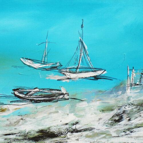 Das Gemälde Normandie-Boote entstand währende einer Malreise nach Regnéville Sur Mer in der Normandie in Frankreich. Es zeigt im abstrakten Stil zwei weiße Segelboote und ein Ruderboot am Strand/ Hafen von Regnéville-sur-Mer unter strahlend blauem Himmel im Juli. Angedutet sind ein Steg und der Sand mit Steinen am Strand. Die Szene könnte aber auch überall sein, sie ist nicht typisch für diesen Ort.