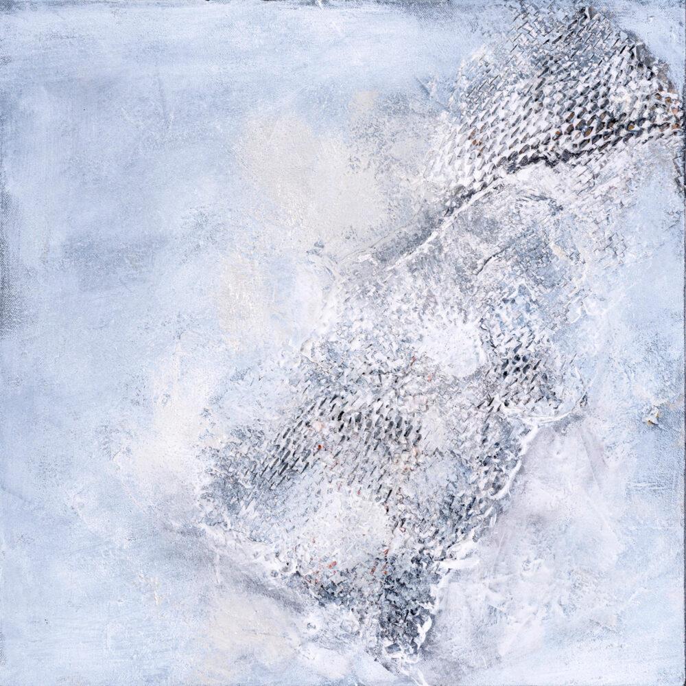 Das abstrakte Gemälde Quer zeigt eine weiße Fläche mit grauer Installation, die Muster verlaufen vertikal und horizontal