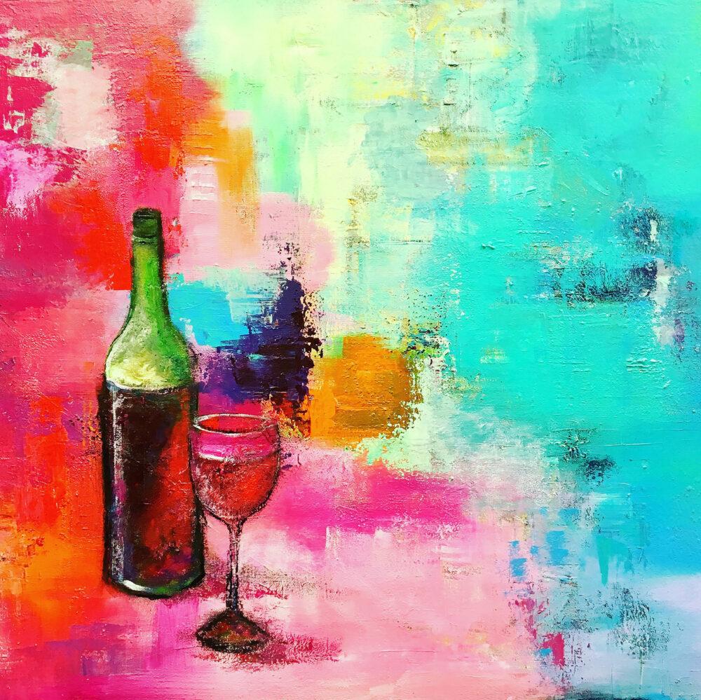 Gemälde Stilleben Red Wine Rotwein mit Glas quadratisch. Das Bild zeigt eine Rotweinflasche mit Weinglas auf abstraktem Hintergrund in kräftigen Farben: Grün, Rot- und Blautöne mit Orange, Rosa und Lila. Fröhlich-bunte Sommerstimmung.