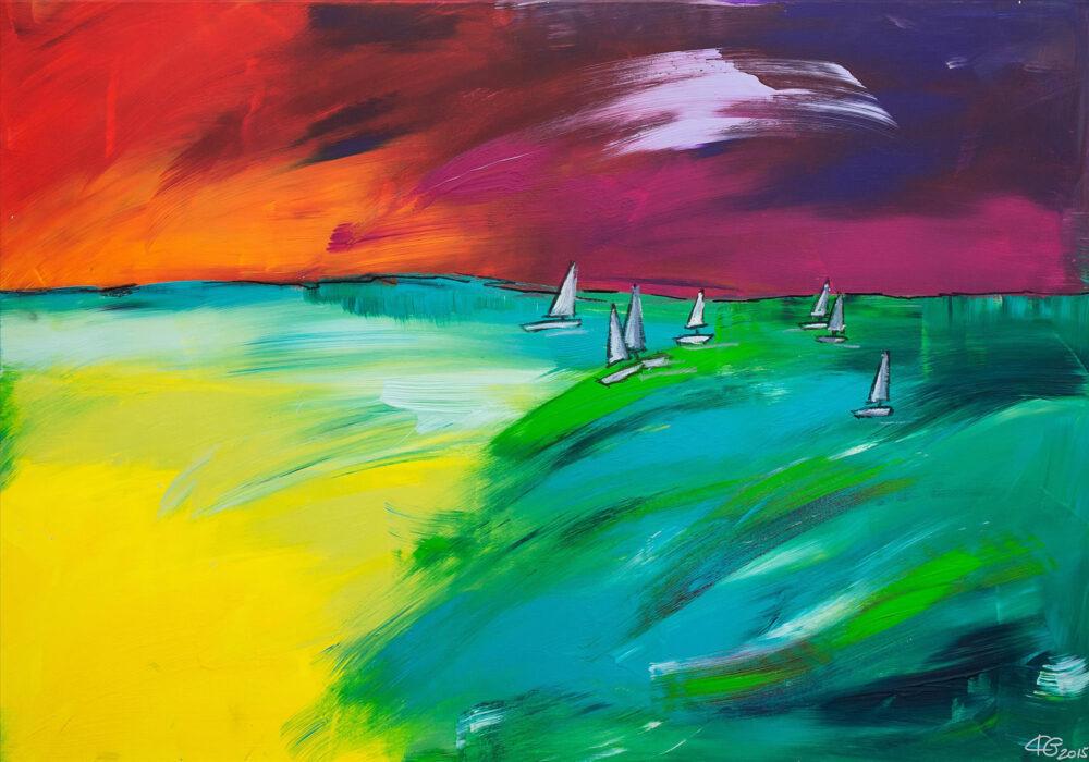 Das Gemälde Sailing zeigt Segelboote bei Sonnenuntergang auf dem Wasser in kräftigen Farben, moderner/ expressionistischer Stil, Farben: Gelb, Türkis, Orange, Pink, Lila, Weiß.