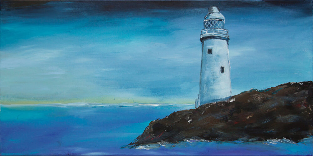 Das Gemälde Sommer am Meer zeigt eine maritime Szenerie. Ein Leuchtturm an der Küste mit blauem Himmel und Meer und leichten Schaumkronen