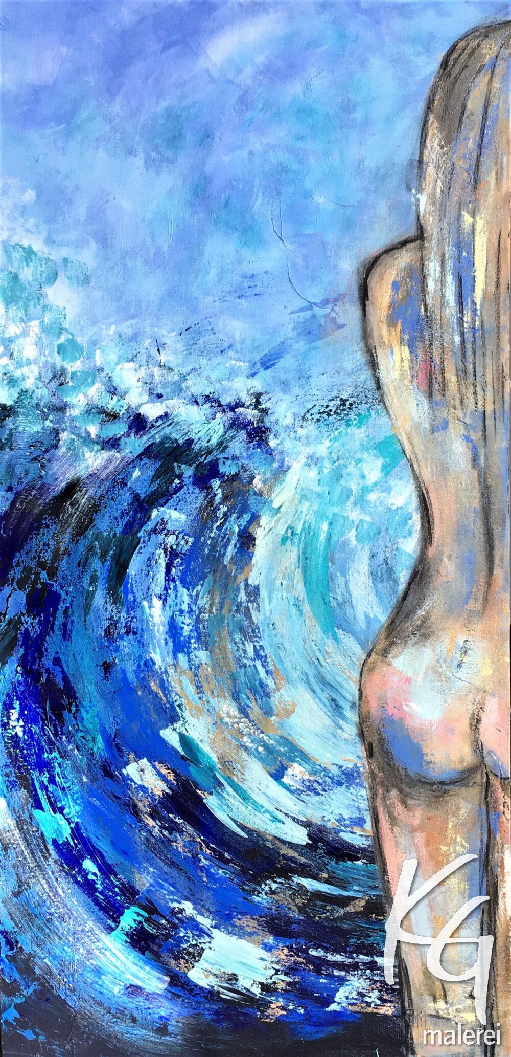 Das Gemälde Weiblicher Akt Haut nackte Haut und Wellen zeigt eine junge, blonde Frau in Rückenansicht, die vor einer Welle steht, der Stil ist modern und abstrahiert